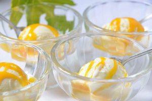 美味しいマンゴーソースのアイスクリーム